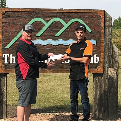 Three Hills Golf Club receives $4,000 from Three Hills Cruise Weekend Committee