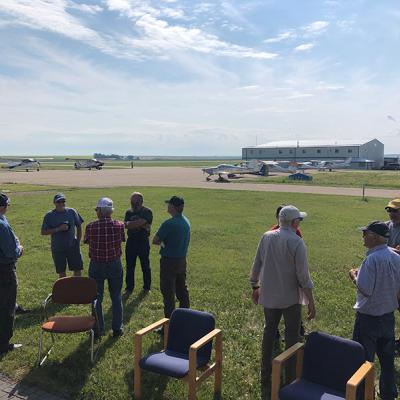 Three Hills Flying Club resume 'Coffee Break Flyin'