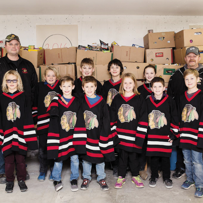 Kneehill Atom B Chiefs get into the Christmas Spirit