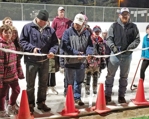 Linden cuts ribbon on new ice rink
