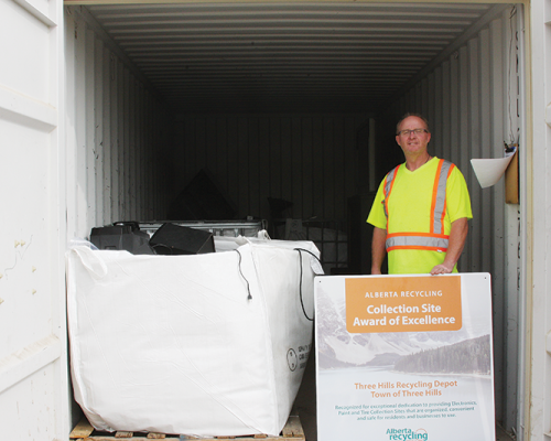 Three Hills Recycling Depot receives Collection Site Award of Excellence